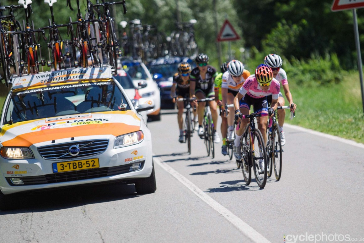 Megan Guarnier fights hard to stay in pink during the 6th stage of the 2015 Giro Rosa