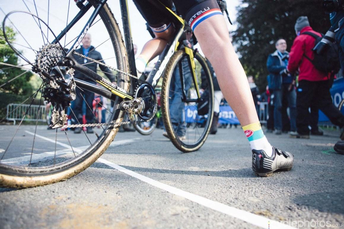 2015-cyclephotos-cyclocross-ronse-143219-nikki-harris