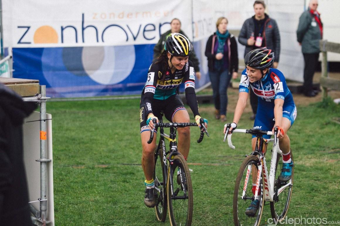 2015-cyclephotos-cyclocross-zonhoven-153145-nikki-harris-sanne-cant