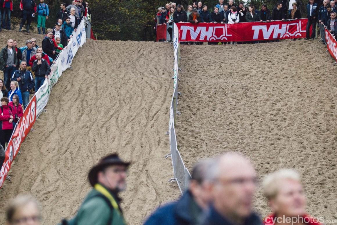 2015-cyclephotos-cyclocross-eucx-huijbergen-114612-sand