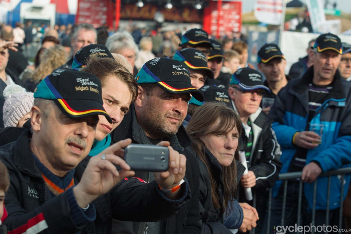 2015-cyclephotos-cyclocross-ruddervoorde-134616-bart-wellens-fans