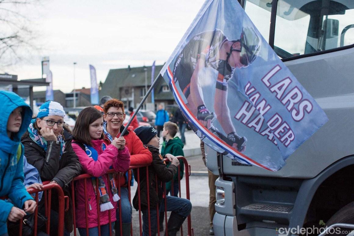 2015-cyclephotos-cyclocross-scheldecross-161356-lars-van-der-haar-supporters