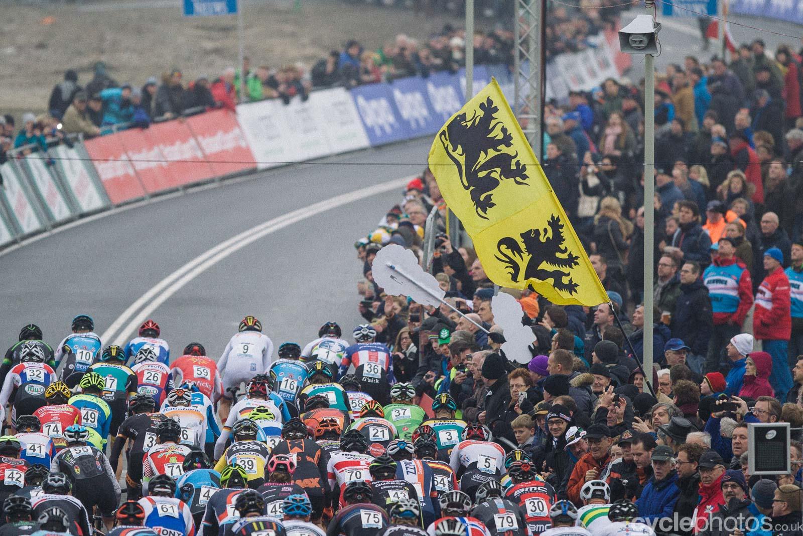 2016-cyclephotos-cyclocross-hoogerheide-150003-start