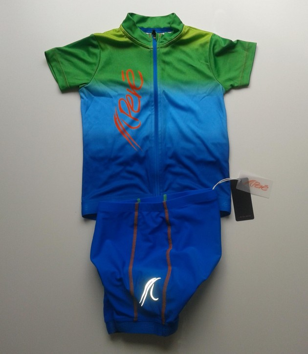 Pere Performance Wear jersey and shorts