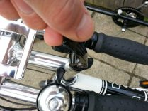 This quick release allows you to set the stem and bars straight,a s well as quickly adjusting their height
