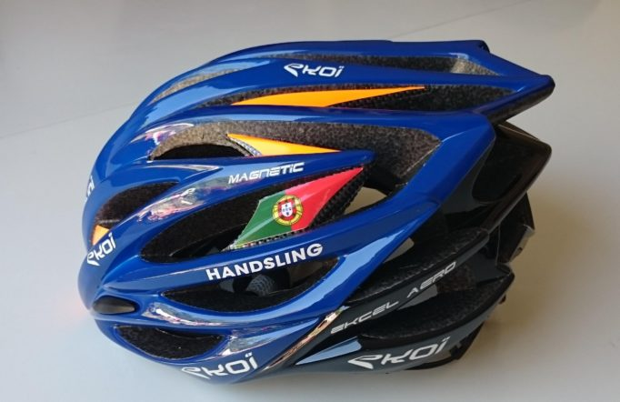 The Ekcel Magnetic helmet uses a magnetic closure and can be customised