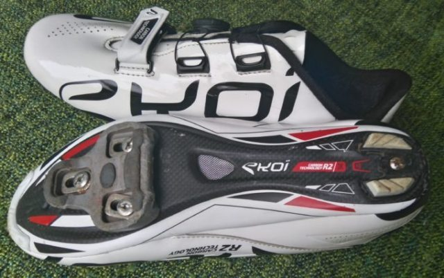 The Ekoi R2 has a 3K carbon sole, with air vents and a replaceable heel