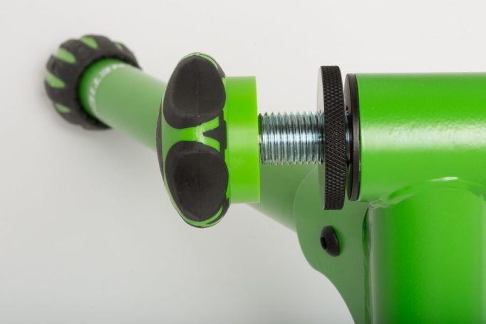 Kinetic machines are known for their robust build, these screw handles are ABS plastic covered in rubber