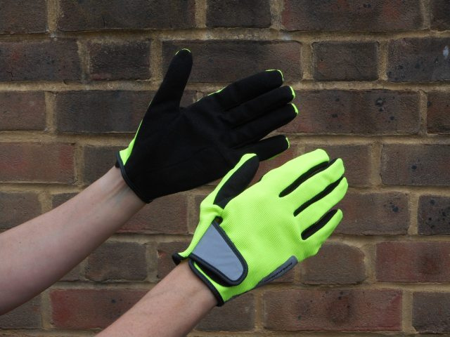 Minimal padding, good ventilation and a bright colour way are the Gighen gloves standout features