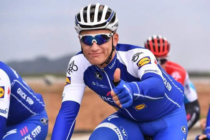 Marcel Kittel give the Ekoi Guerra glasses the thumbs up!