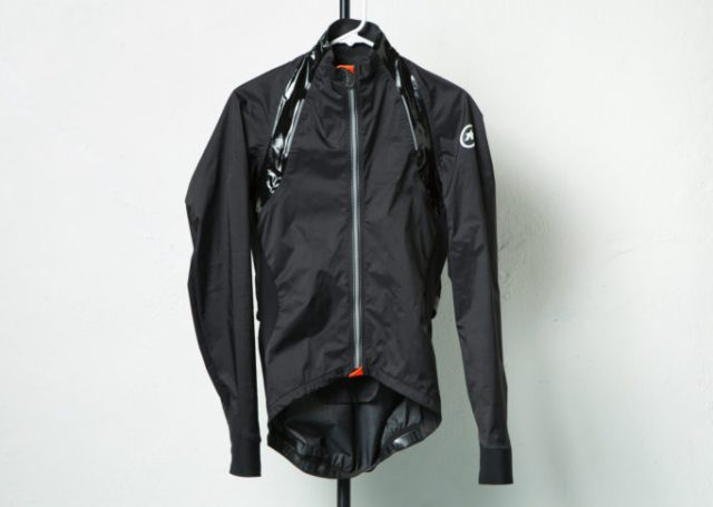 The rs.sturmprinz evo jacket from Assos was designed to be a racing jacket from the start