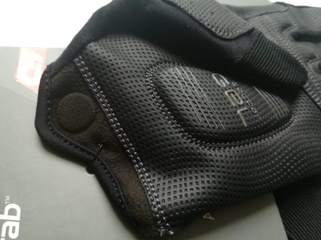 DoctorGel® padding on the palm for comfort