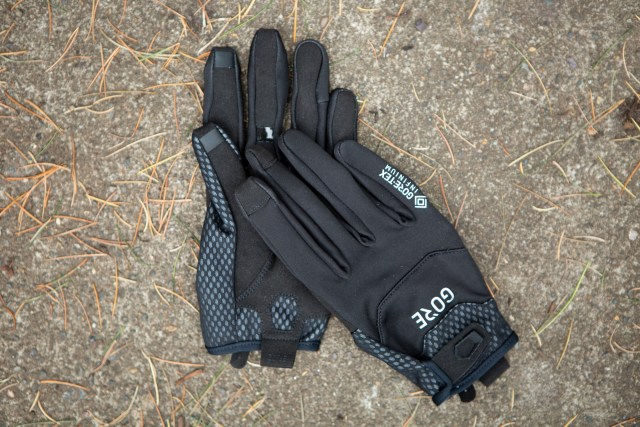 Overview image of the Gore C5 Gore-TEX Infinium gloves.