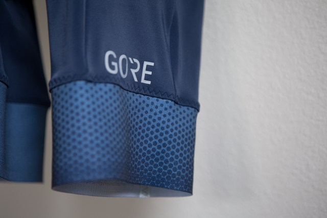 detail image of the heptagon pattern featured on the Gore C5 cycling bib shorts.