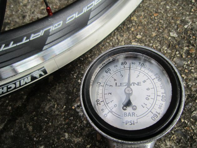 Bicycle tyre pump gauge