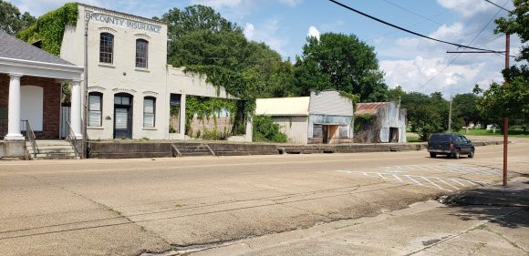Centreville was the largest town in the middle of my ride on July 5, so I was going to stop there to relax. This is Main Street, kinda sad.