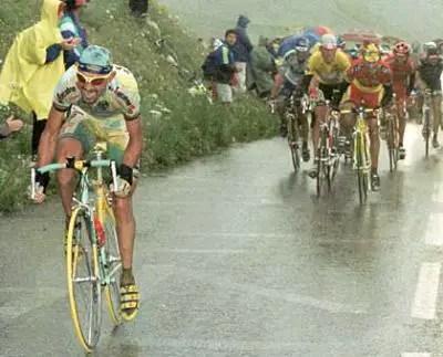Marco Pantani Attacks Ullrich group on Col du Galibier