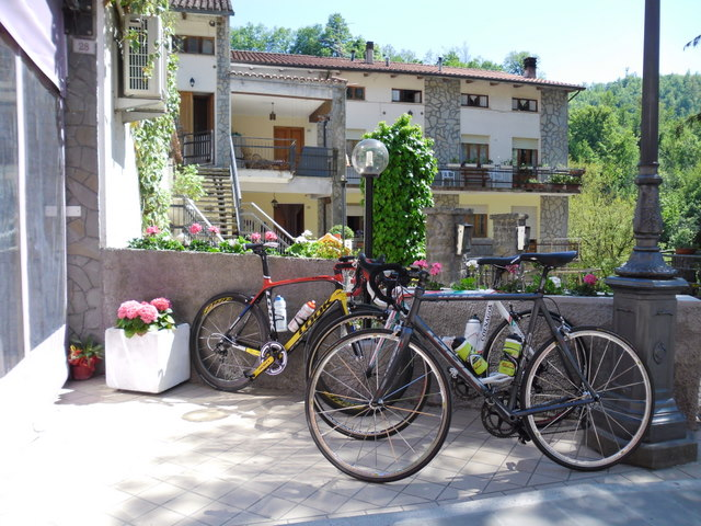Cycling Tour in Italy, 2nd day, coffee break in Commune di Sestino