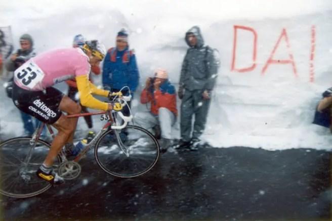 Franco Chioccioli climbing Passo di Gavia