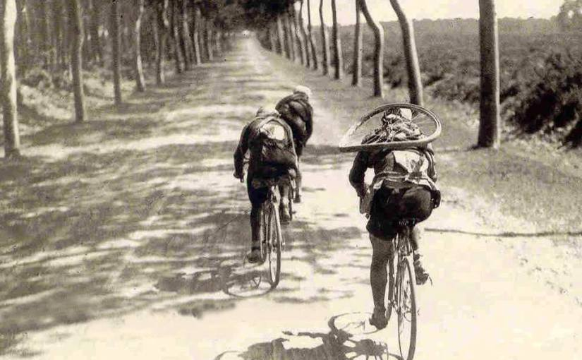 Léon Scieur carries his own wheel
