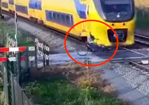 Dutch Cyclist Has Incredibly Close Call With Intercity Train