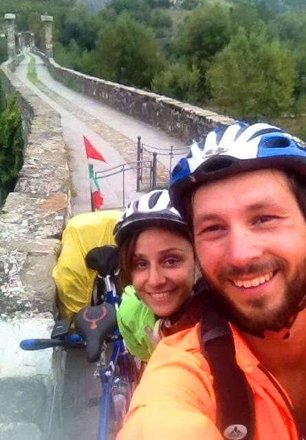 Il tandem volante di Diego e Cassandra: l'avventura della coppia sulle strade di Sardegna e Corsica