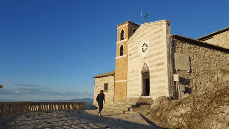 cycling-in-love_foto-di-tolfa_centro-storico-di-tolfa-panorama_blog-ciclismo-cicloturismo-trekking_chiesa-rocca-dei-frangipane