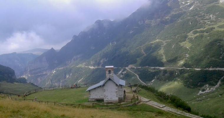 Rifugio Scalorbi dal Rifugio Cesare Battisti: trekking sulle Piccole Dolomiti