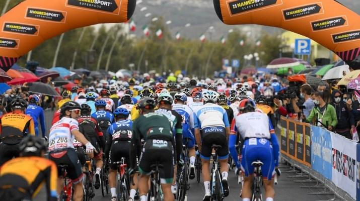 Peloton - Départ 9e étape Tour d'Italie 2020 - RCS Sport La Presse