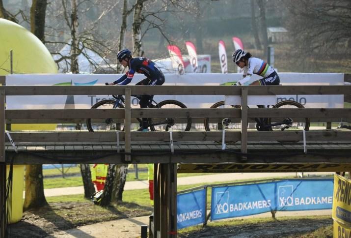 Duel Lucinda Brand Ceylin Del Carmen Alvarado - Cyclo-cross de Baal 2021 - Alain Vandepontseele