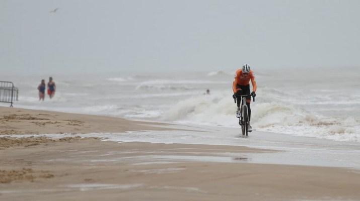 Mathieu Van der Poel Solo Plage - Championnats du monde de cyclo-cross 2021 - Alain Vandepontseele