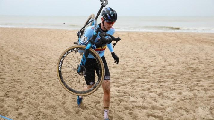 Toon Aerts A Pied - Championnats du monde de cyclo-cross 2021 - Alain Vandepontseele