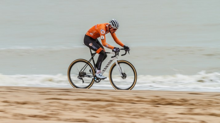 Mathieu Van der Poel Leader Plage - Championnats du monde de cyclo-cross 2021 - Alain Vandepontseele