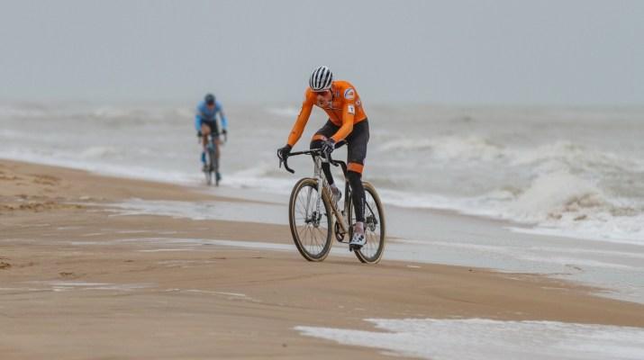 Mathieu Van der Poel Wout van Aert Plage Duel - Championnats du monde de cyclo-cross 2021 - Alain Vandepontseele