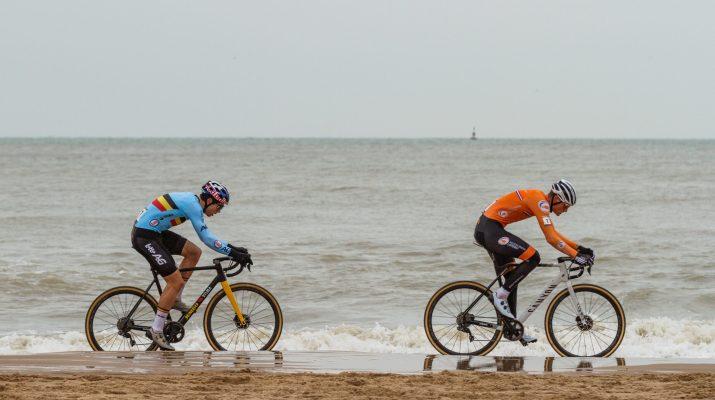 Mathieu Van der Poel Wout van Aert Plage Grand - Championnats du monde de cyclo-cross 2021 - Alain Vandepontseele