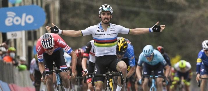 Foto Marco Alpozzi - LaPresse 11 Marzo 2021 Camaiore MC (Italia) Sport Ciclismo Tirreno-Adriatico Eolo 2021 Tappa 2  Camaiore - Chiusdino  202 km Nella foto: VAN DER POEL Mathieu (NED)(ALPECIN-FENIX); ALAPHILIPPE Julian (FRA)(DECEUNINCK - QUICK-STEP) vincitore di tappa; VAN AERT Wout (BEL)(JUMBO-VISMA);   Photo Marco Alpozzi - LaPresse March, 11 2021  Camaiore MC (Italy)  Sport Cycling Tirreno-Adriatico Eolo 2021 Stage 2 Camaiore - Chiusdino  202 km In the pic:VAN DER POEL Mathieu (NED)(ALPECIN-FENIX); ALAPHILIPPE Julian (FRA)(DECEUNINCK - QUICK-STEP); VAN AERT Wout (BEL)(JUMBO-VISMA);