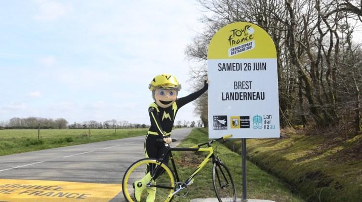 Arrivée 1re étape Tour de France 2021 - Mascotte - ASO Hervé Tarrieu.JPG