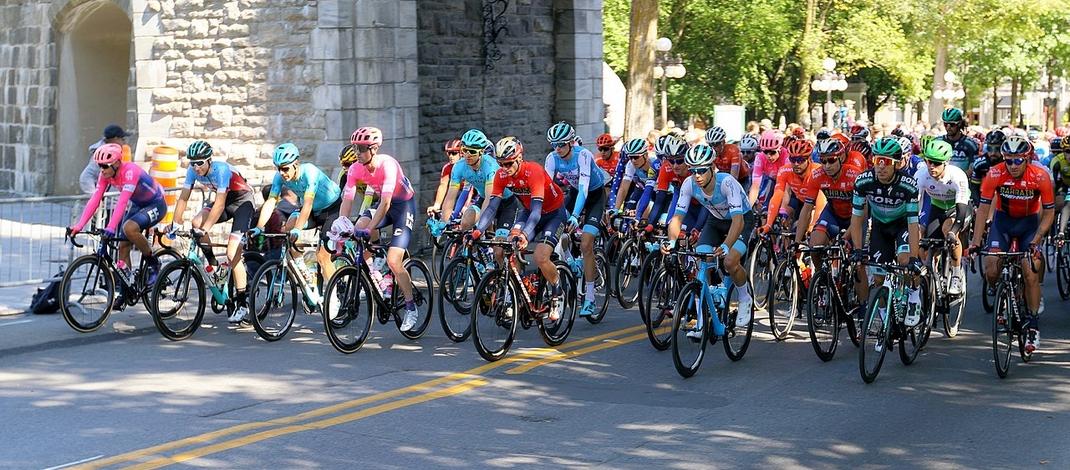 Peloton Grand Prix de Québec 2019 - Wikimedia Commons.jpg