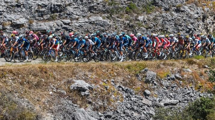 Peloton Gorges de l'Ardèche - 12e étape Tour de France 2021 - ASO Charly Lopez