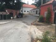 Hier versteckt sich die Abbiegung der Landstraße Richtung Sintra