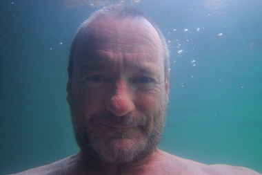 I found it damned hard to take a decent selfie under water