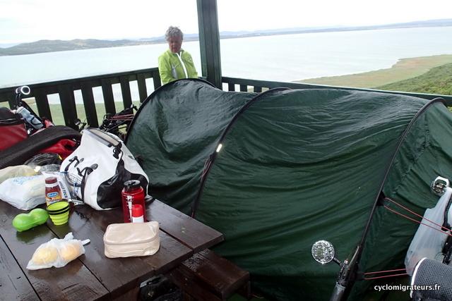 Y'a juste la place pour la tente