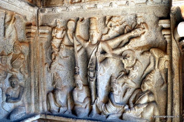 Vishnu sous sa forme de géant à 8 bras, Trivikrama