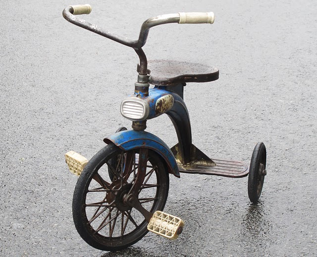 tricycle_mg_bleu_avec_phare_a