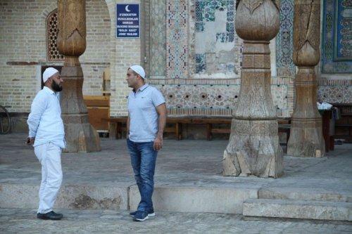 Discussion devant la mosquée