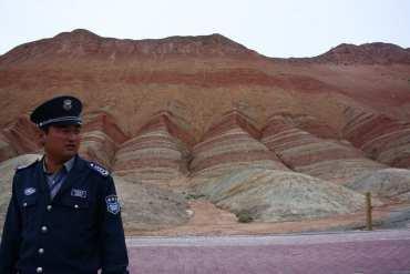 Zhangye, montagne colorate in Cina: il sogno vivido di un buddha vivente 21