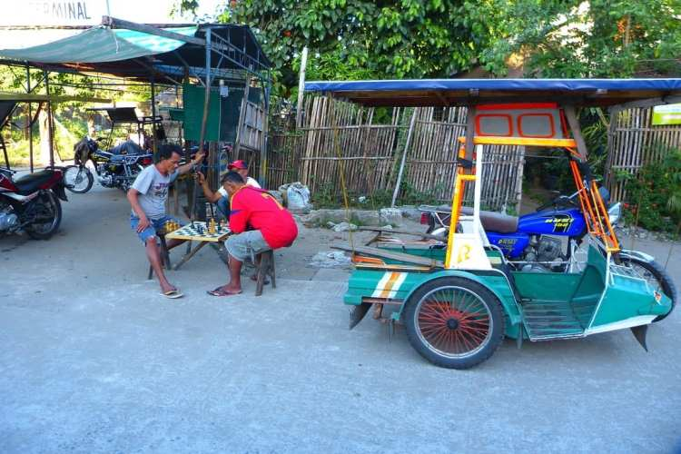 budget travel philippines tricycle