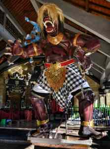 I Macaling Nusa Penida