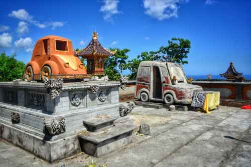 car temple nusa penida