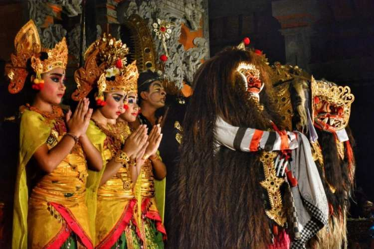 see balinese dance show ubud